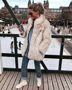 Claartje Rose, Dutch blogger, fur coat, levis jeans, ice skating, rijksmuseum