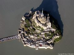 """""""@Alpina1941: RT @ruy_gatto Allons y ! """"@elsaviveiros2: St Michel in France pic.twitter.com/JYoOw9luV0"""""""" Na lista"""