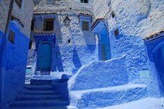 Il y a encore 20 ans, le village de Chefchaouen, situé sur la chaîne montagneuse du Rif dans le nord du Maroc, n'était pas connu des voyageurs. Mais une initiative, amorcée par les femmes du village, a permis à Chefchaouen de devenir l'une d...