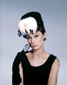 Audrey Hepburn- such a hat!