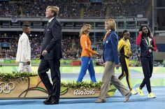 RIO DE JANEIRO - Koning Willem-Alexander heeft donderdagavond (lokale tijd) in het Olympisch Stadion van Rio de Janeiro de zilveren medaille aan Dafne Schippers uitgereikt. De atlete behaalde een dag eerder de tweede plaats op de 200 meter sprint voor vrouwen op de Olympische Spelen. (Lees verder…)