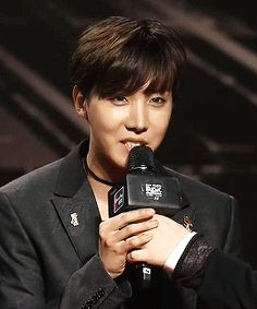 J-hope looking good on the Red Carpet | MAMA 2015 (5/6)