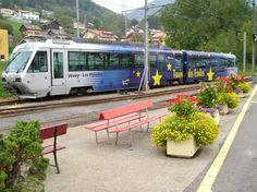 """Chemins de fer Électriques Veveysans (CEV), Beh 2/4 71 + Bt 224 """"Train des Étoiles"""", Blonay (VD)"""