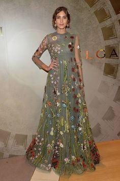Alexa Chung con vestido de tul con bordados florales, de Valentino colección Prefall 2015.