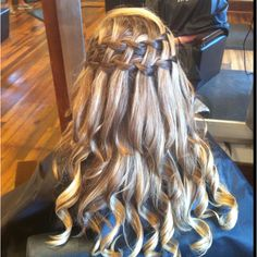 Great double waterfall braid for a southern wedding. Looks just like a cute picket fence <3