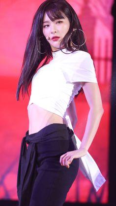 screenshot gallery of hottest popular celebrities Irene Red Velvet, Red Velvet Seulgi, Kang Seulgi, Most Beautiful Faces, Sooyoung, Girl Crushes, Chic Outfits, Kpop Girls, Korean Girl