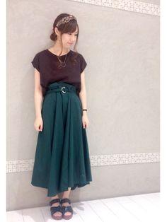 ブラウン×グリーンで 少し秋っぽく(*'-'*) スカートの裾がランダムな感じになっているので動きが Waist Skirt, High Waisted Skirt, Skirts, How To Wear, Outfits, Vintage, Style, Fashion, Moda