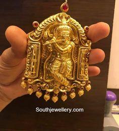 Designer polki necklace with carved emerald rose pendant Gold Pendant, Pendant Jewelry, Gold Jewelry, Beaded Jewelry, Gold Necklaces, Indian Jewellery Design, Indian Jewelry, Jewelry Design, Baby Jewelry