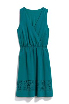 Beautiful dress! I love this color.