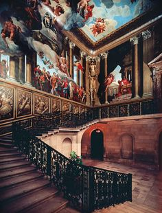 Hampton Court Palace, Queen's staircase