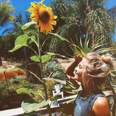 Indie Photography - love the blonde hair and the sunflowers!