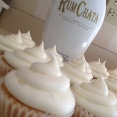 RumChata Cupcakes RumChata is sooo delicious. It tastes like… cinnamon toast crunch in liquid form. I saw a Rum Chata inspired cupcake recipe and of course, had to make some. They are soooo good…. and very very sweet. Yummy Treats, Sweet Treats, Yummy Food, Food Cakes, Rumchata Cupcakes, Rum Cupcakes, Alcoholic Cupcakes, Cupcakes With Alcohol, Liquor Cupcakes