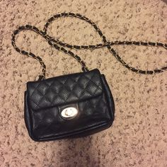 Purse Black leather. Gold chain. Bags