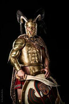 Warrior with kopis sword Greek History, Ancient History, Greco Persian Wars, Greek Soldier, Ancient Armor, Greek Warrior, Trojan War, Mycenaean, Classical Antiquity