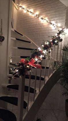 Stairs -Chritsmas deco open stairs