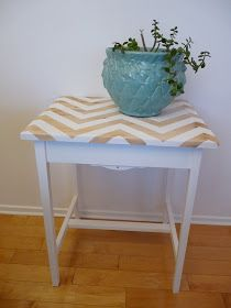 Dans le Townhouse: DIY Painted Useless Table