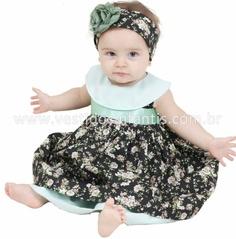 Vestido de bebê em tecido tricoline, com estampa floral verde.