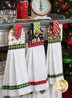 shabby fabrics tutorials how to make ; shabby fabrics block of the month ; Kitchen Towels Crafts, Kitchen Towels Hanging, Dish Towel Crafts, Hanging Towels, Dish Towels, Tea Towels, Kitchen Hand Towels, Hanging Storage, Easy Sewing Projects