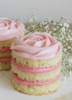 16 Super süße Valentinstag-Kuchen und -Kekse, die super lecker sind – 16 super cute Valentine's Day cakes and cookies that are super delicious – Valentine Desserts, Valentines Day Desserts, Tea Party Desserts, Tea Party Cakes, Valentines Bakery, Pink Desserts, Baby Shower Desserts, Valentine Cake, Sugar Cookie Cakes