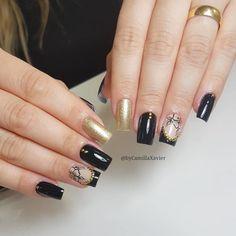 32 Fotos de Unhas Com Esmalte Preto Short Nails, Manicure And Pedicure, Simple Designs, My Nails, Nail Art, Black Enamel, Flower Nails, Flower Nails, Nail Hacks