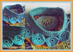 Loving this circle edged #crochet cowl, WIP via The 8th Gem