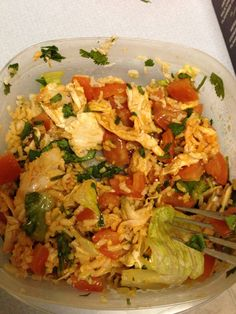 "Chicken Burrito Bowl 21 DAY FIX - ""Chipotle"" - 1 red (shredded chicken), 1 green (tomatoes and romaine lettuce), 1 yellow (brown rice), cilantro & hot sauce Clean Eating Recipes, Healthy Eating, Cooking Recipes, Healthy Recipes, Healthy Foods, Fixate Recipes, Healthy Lunches, 21dayfix Recipes, Healthy Dishes"