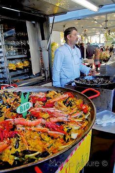 Saturday morning market at Amboise.