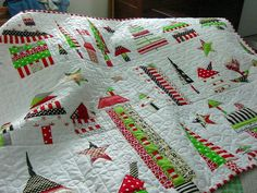 Quilting Square One: Happy Town Times Two 2010 Christmas Projects, Holiday Crafts, Christmas Christmas, Quilting Projects, Sewing Projects, Quilting Tutorials, Christmas Bedding, Christmas Quilting, Winter Quilts