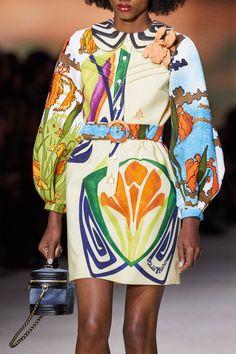 Louis Vuitton Spring 2020 Ready-to-Wear Fashion Show - Vogue Fashion Week Paris, Fashion 2020, Love Fashion, Runway Fashion, High Fashion, Fashion Show, Fashion Outfits, Fashion Design, Fashion Ideas