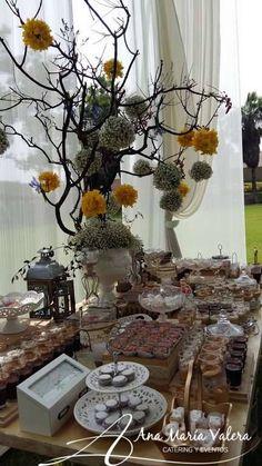Arreglo Rustico Elegante con Ramas y Flores  - Mesa de Dulces