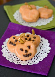 Erica's Sweet Tooth » Peanut Butter Pretzel Pumpkins