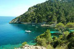 Cala Llentrisca - Ibiza 5 SentidosCala Llentrisca  Preciosa y recóndita cala de pescadores, al final de la bahía de Es Cubells    Municipio Sant Josep de Sa Talaia  Zona Es Cubell