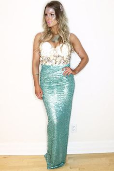 There's no need to spend a lot of money on a Halloween costume! Make your own this year with these easy and creative DIY costumes!  This mermaid costume is magical! Click through for more DIY costumes!