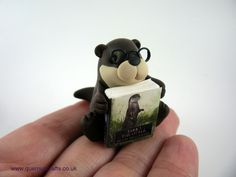 Little Book Otter Little Books, Otter, Pasta, Christmas Ornaments, Holiday Decor, Gallery, Crafts, Diy, Otters