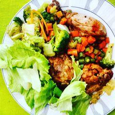 Almoço de hoje: muita #salada e #frango com pele.  #paleo #atkins #keto #primal #lchf #lowcarb #slowcarb #vidasaudavel #barrigadetrigo #semgluten #glutenfree #semlactose #lactosefree #receitaslowcarb #comidadeverdade #instafood #eatrealfood #senhortanquinho #controleseucorpo #diet #dieta #saude #health #fit #fitness