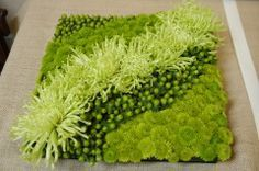 This green pave would be perfect for a wedding, holiday party or any event Deco Floral, Arte Floral, Floral Wall, Floral Design, Ikebana, Contemporary Flower Arrangements, Floral Arrangements, Table Arrangements, Flower Show