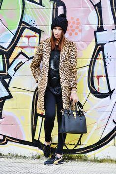 No os encanta la combinación de Vanessa con este abrigo animal print, el toque sport de las bambas y la combinación de varias de nuestras pulseras MAR BCN??? Todas las podrás encontrar en www.marbcnshop.com