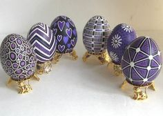 I love the simplicity of using 2 or 3 colors of dye and so many different patterns for pretty pysanky!