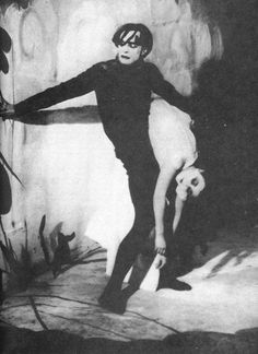 Conrad Veidt & Lil Dagover in The Cabinet of Dr Caligari, 1920 Dr Caligari, Silent Horror, Silent Film, Conrad Veidt, Tv Movie, Fritz Lang, Pierrot, Vintage Horror, Creepy Vintage