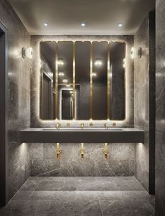 Popular Bathroom Mirror Design Ideas For Any Bathroom Model 32 Half Bathroom Remodel, Bathtub Remodel, Basement Bathroom, Master Bathroom, Bathroom Remodeling, Bathroom Cabinets, Narrow Bathroom, Bathroom Mirror Design, Bathroom Interior Design