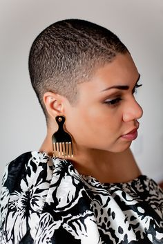 Love the Afro pick earrings! Natural Hair Cuts, Natural Hair Styles, Buzz Cut Hairstyles, Afro Pick, Brush Cut, Tapered Hair, Faded Hair, Bald Women, Hair Dos