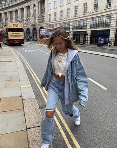 Outfit Ideas - Idée de tenue - Minimaliste - Clean Outfit - Lilly is Love Urban Outfits, Mode Outfits, Retro Outfits, Cute Casual Outfits, Vintage Outfits, Summer Outfits, Fall Outfits, Insta Outfits, Sneakers Fashion Outfits