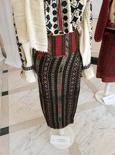 Folk Embroidery, Embroidery Designs, Chanel Boy Bag, Shoulder Bag, Costumes, Traditional, Romania, Bags, Country