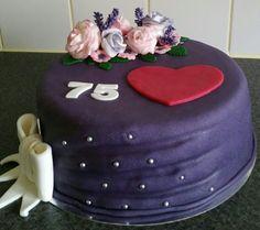 Birthdaycake with sugarflowers