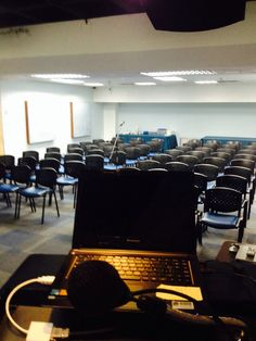 Preparación de sala con equipos Audiovisuales, Video, Sonido y Grabación de Audio Digital, para Asamblea de Accionistas de la Policlínica Metropolitana.