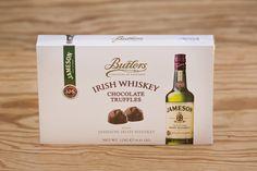 """Butlers Irish Whisky """"Jameson"""" Truffles. Trüffel aus Milchschokolade mit Jameson Whiskey. enthält zehn Trüffel mit Milchschokolade, jede mit dem einzigartigen Geschmack von Jameson Whiskey. Die Firma Butlers wurde 1932 in Dublin gegründet und ist ein Schokoladenhersteller, der für die Qualität seiner Produkte bekannt ist und dafür mit zahlreichen Auszeichnungen belohnt wurde."""