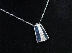 Joyería con aleación de metales platinados en rodio con cristal, marca SWAROVSKI, desde ¢21.000 — en Paseo de las Flores.