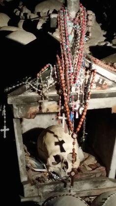 A capa e Cuncetta - Cimitero delle Fontanelle nel Rione Sanità a Napoli #napoli #cimiterofontanelle #rionesanità #lelucididentro