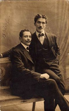 A sophisticated pair of elegant gentlemen, so well-dressed and good-looking they make for a fine photograph - I particularly like the long curled moustache on the left-hand fellow, while the right has quite wonderful hair and intense, alluring dark eyes. Vintage Couples, Cute Gay Couples, Couples In Love, Vintage Men, Vintage Black, Vintage Photographs, Vintage Photos, Photographic Studio, Gay Art