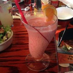 Red Robin Recipes: How to Make Red Robin Food at Home Red Robin Menu, Red Robin Recipes, Robin Food, Smoothies, Raspberry Smoothie, Smoothie Recipes, Drink Recipes, Healthy Juices, Healthy Drinks
